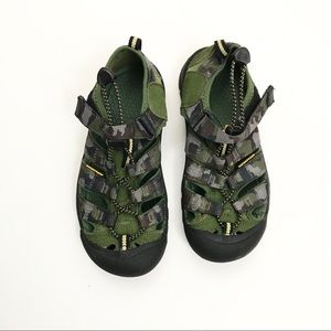 ** keen ** camouflaged boys
